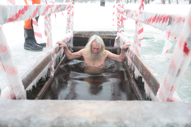 Спасатели готовы к Крещенским купаниям даже без льда на Неве
