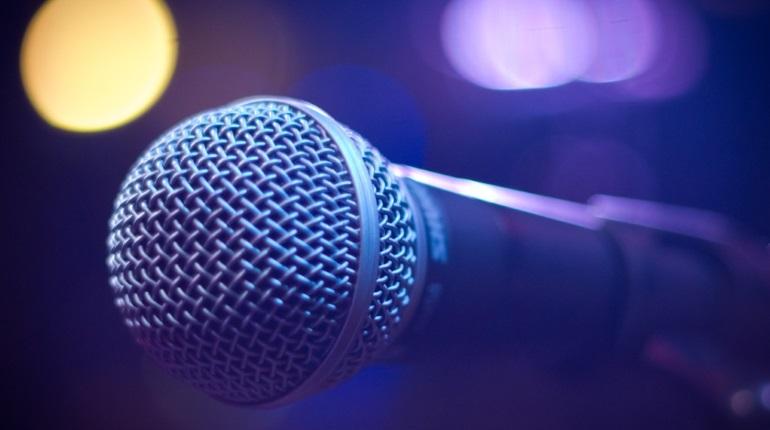 Петербурженке сломали нос в караоке-баре в драке за микрофон