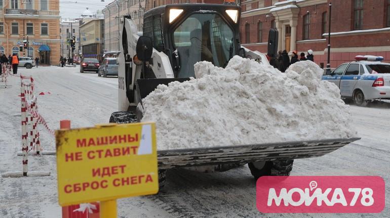 В Петербурге экстренно изменили план по уборке снега