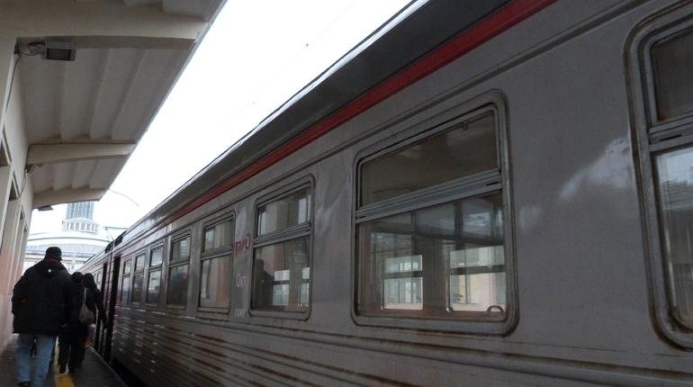 Пьяная пассажирка поезда «Петербург-Архангельск» обманула полицию: пассажиро эвакуировали