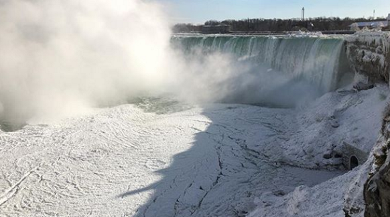 В США замерз Ниагарский водопад