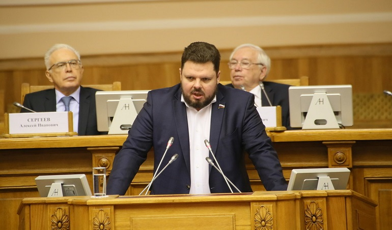 Депутат Госдумы РФ Марченко отчитался перед петербуржцами