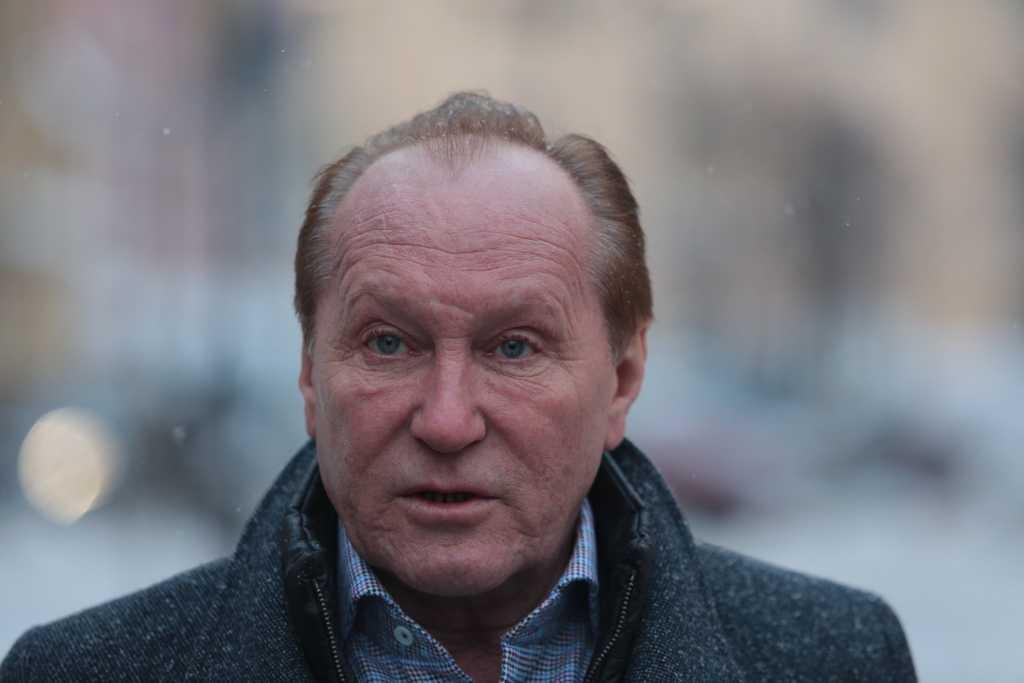Суд отказал петербуржцам в иске к Смольному из-за сугробов зимой