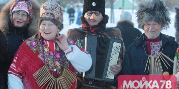 Святочные гулянья в деревне Ложголово.