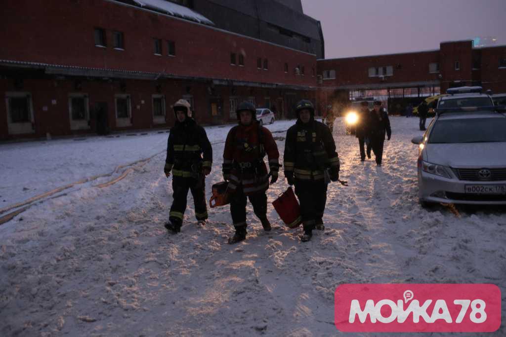 Пожар на Ленинском 139. Фото: Мойка78