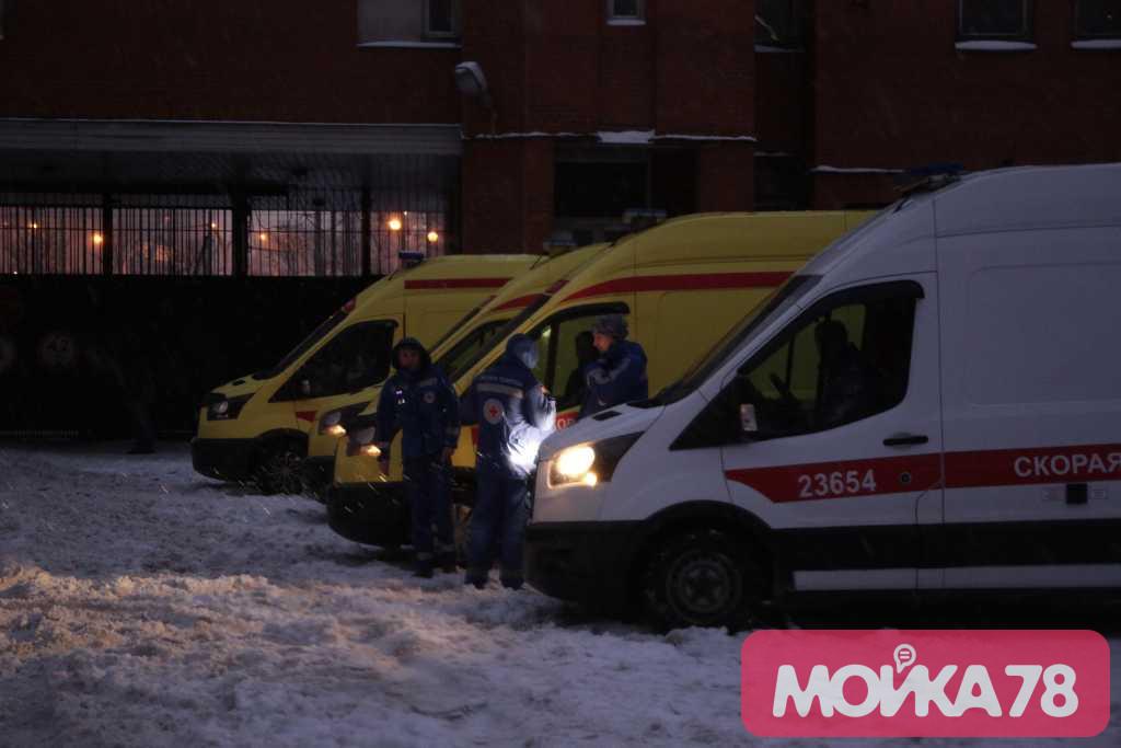 Три человека погибли в пожаре на Ленинском проспекте. Фото: Мойка78