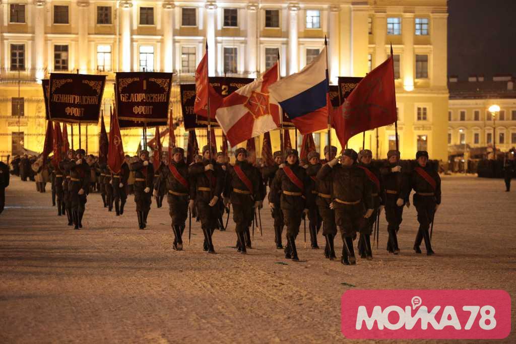 На Дворцовой площади началась генеральная репетиция парада