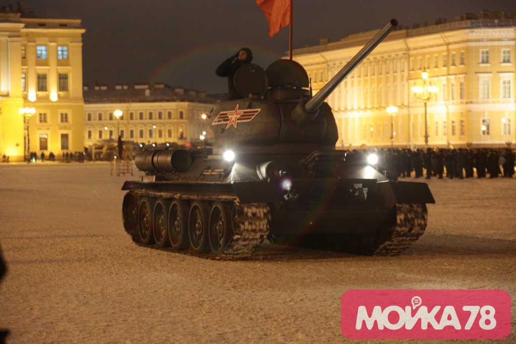 Бронетехнику на парад в Петербурге доставят на тралах, чтобы не повредить дороги