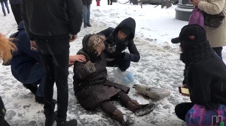 Прокуратура Невского района пришла с проверкой в УК, не убирающие сосульки с крыш