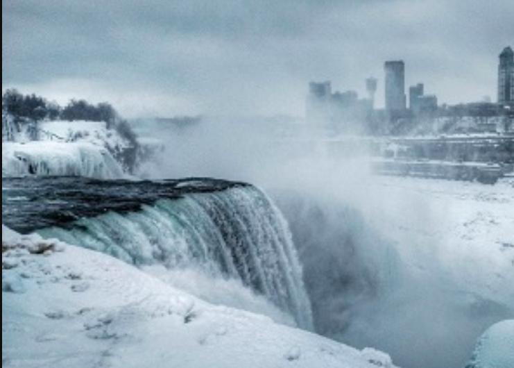 Исторический мороз США добрался до канадской границы и заморозил Ниагарский водопад