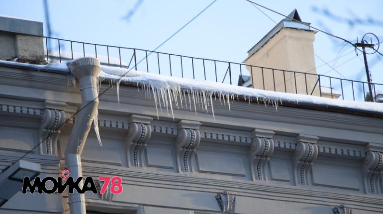 Наледь на крышах в Петербурге. Фото: Мойка78 / Николай Овсянников