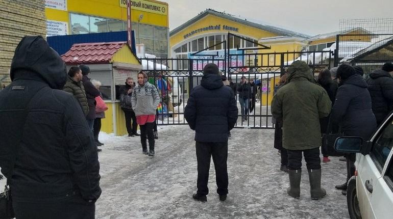 В Петербурге началась волна эвакуаций. На этот раз Полюстровский рынок