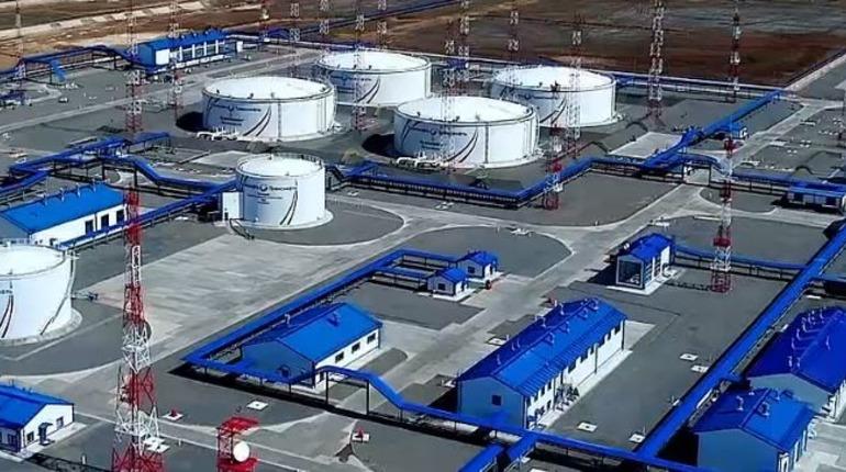 Бензин на петербургской бирже продолжил дорожать 10 января. Фото: http://spimex.com