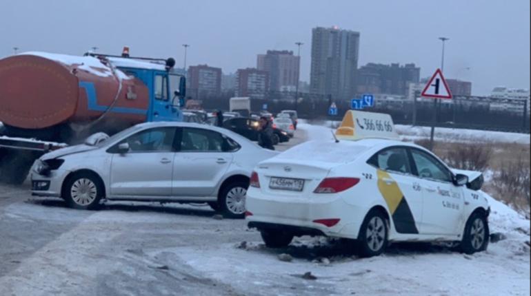 ДТП с такси отрезало Мурино от внешнего мира