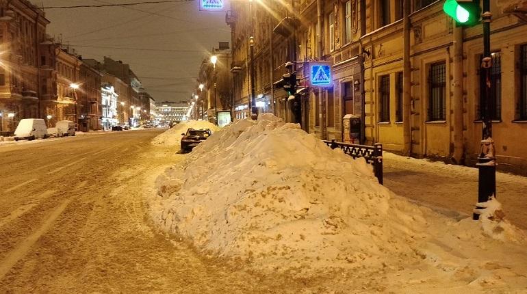 Неубранный снег на улице Марата. Фото: vk.com/unreleased_dtp