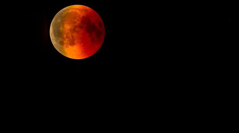 Лунное затмение 5 июля: кого ждут перемены и успех