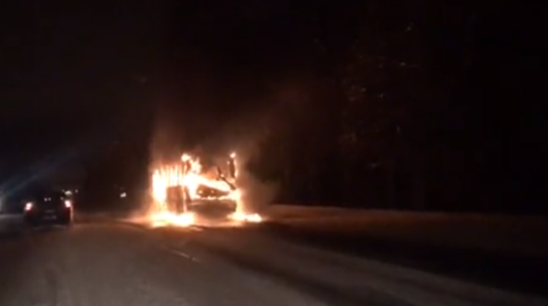 В Петербурге расследуют поджог машин. Фото: vk.com