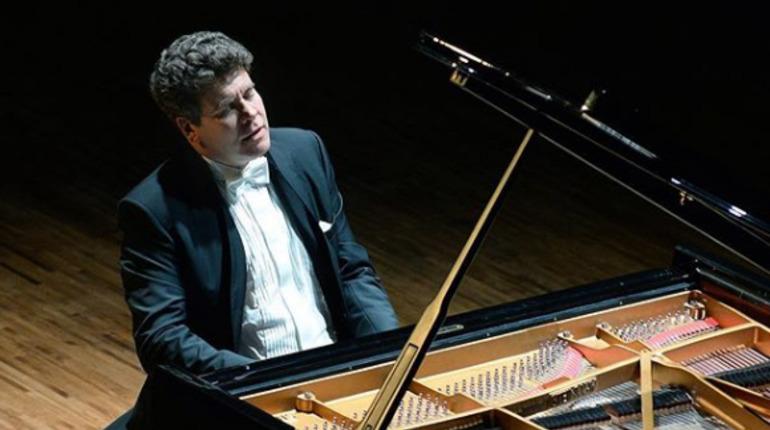 Пианист Денис Мацуев. Фото: vk.com/denis_matsuev