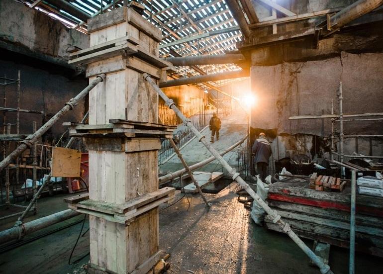 Рабочие на строительстве Фрунзенского радиуса. Фото: ОАО