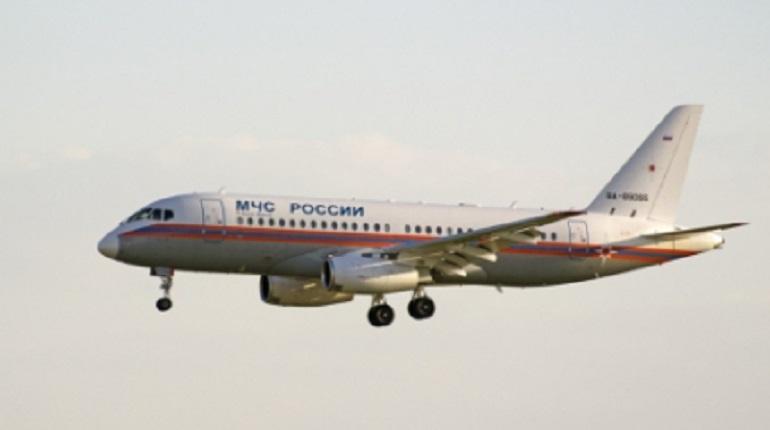 В Петербург летит самолет МЧС с больным ребенком на борту