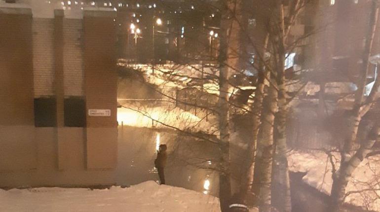 Улицу Симонова затопило кипятком после прорыва трубы