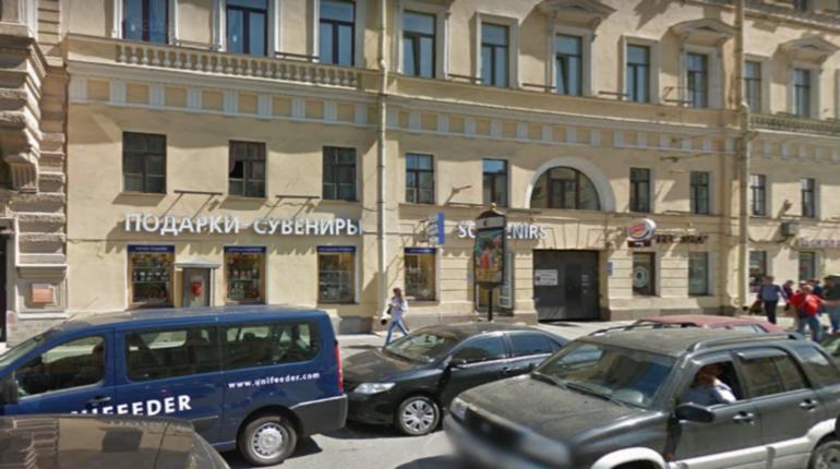 Индианку оставили без подарков в центре Петербурга