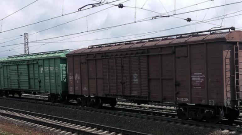 Пять грузовых вагонов сошли с рельсов в Свердловской области