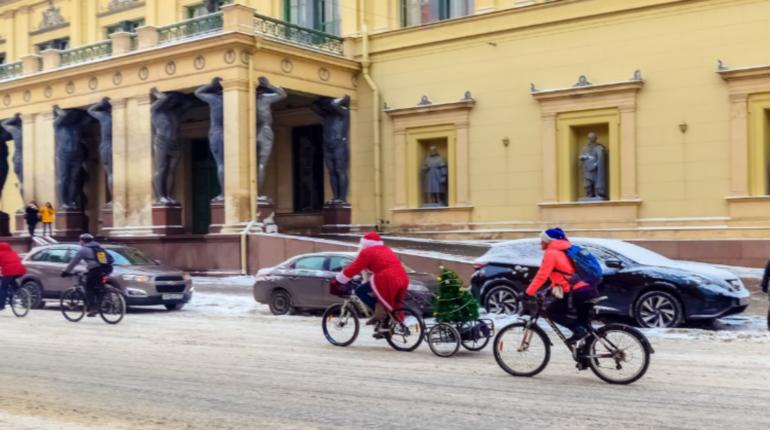 В Петербурге прошел велопарад Дедов Морозов. Фото: vk.com/bikededmoroz