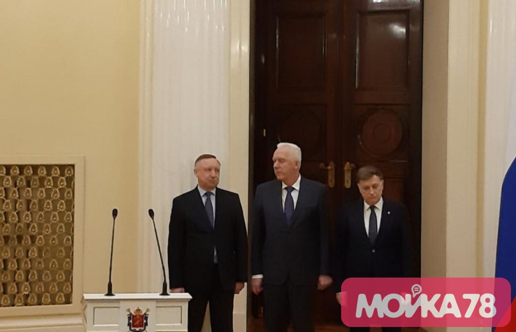 Беглов поздравил Полтавченко с наградой