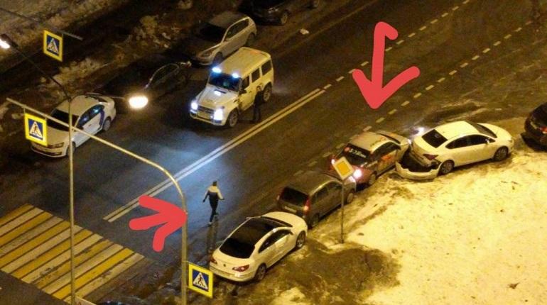 Утром в Кудрово автомобилист влетел в припаркованные машины
