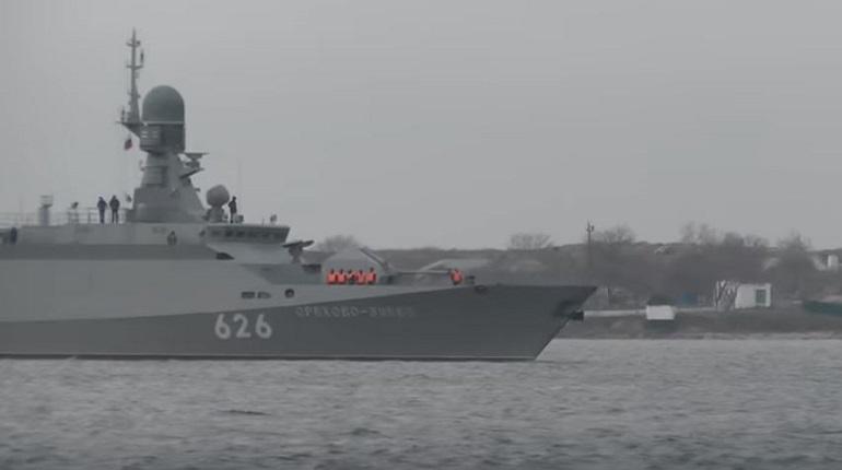 Российские военные следят за эсминцем США в Черном море