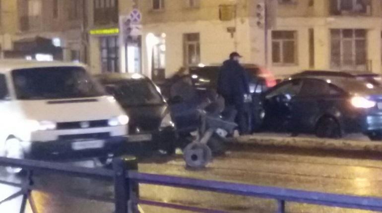 Автоледи уложила светофор на перекрестке Бабушкина и Ивановской
