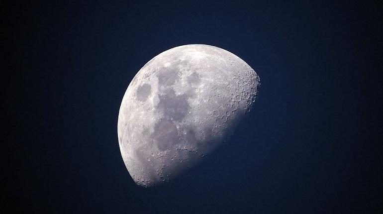 В РФ предложили добывать ископаемые на Луне. Фото: pixabay