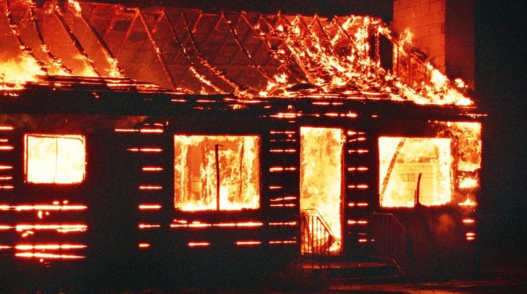 Пожар на даче разбудил жителей Фарносово