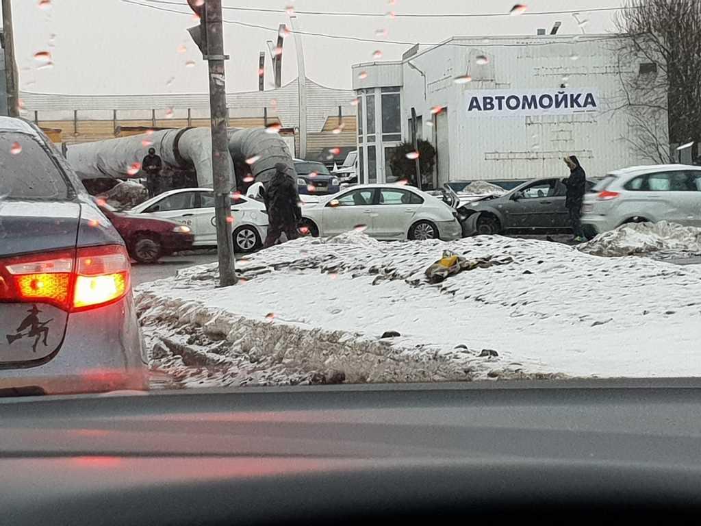 ДТП на Бассейной: столкнулись четыре авто