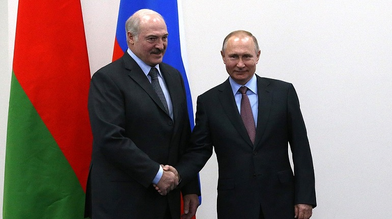 Лукашенко считает Путина своим другом