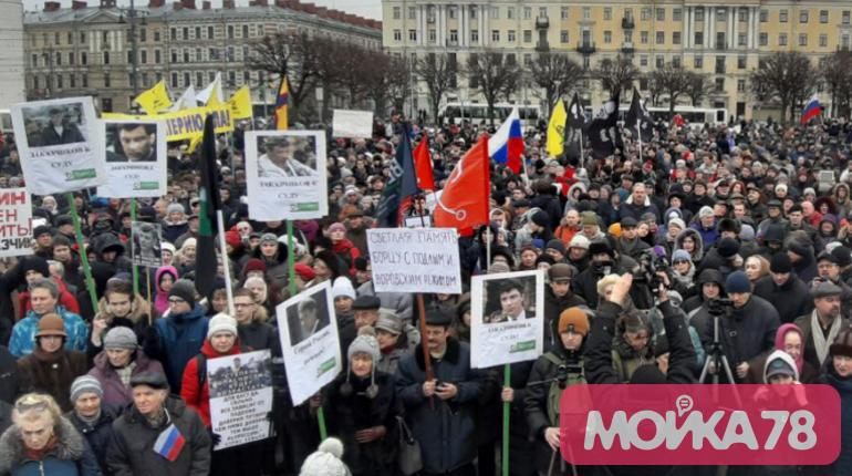 Память Немцова в Петербурге почтили минутой молчания