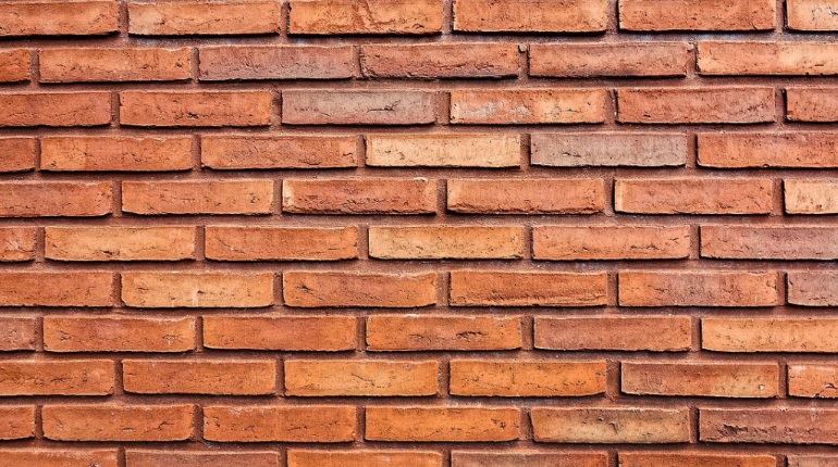 Вор разобрал стену, чтобы добраться до денег. Фото: pixabay.com