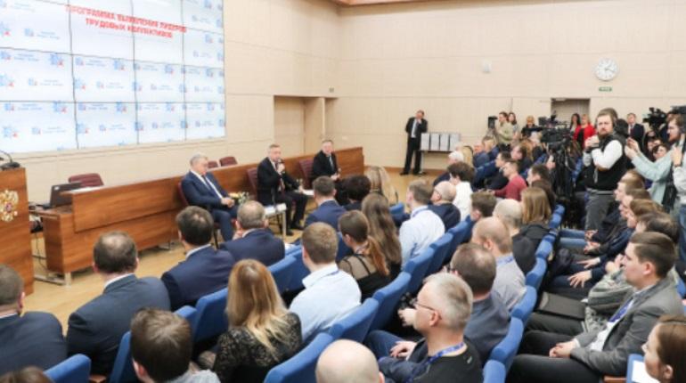 Беглов вручил награды лидерам трудовых коллективов «Алмаз-Антей»