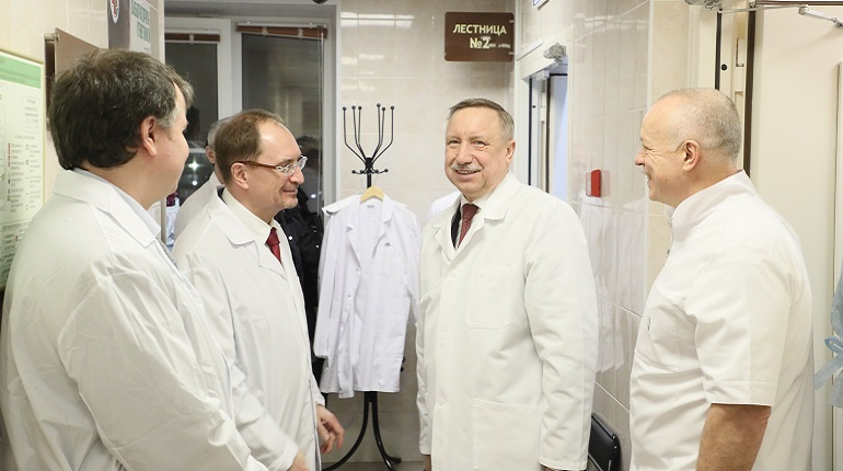 Беглов в лаборатории Горбольницы №40. Фото: gov.spb.ru