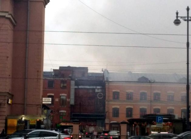МЧС: на Московском проспекте горит склад