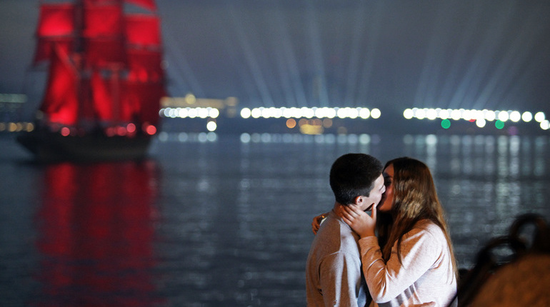 Петербург назвали самым романтичным городом в России