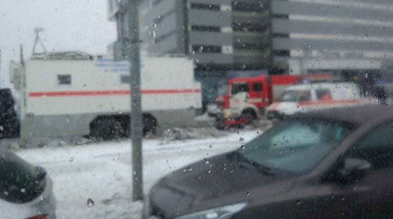 Машины МЧС столпились на Софийской. Фото: группа
