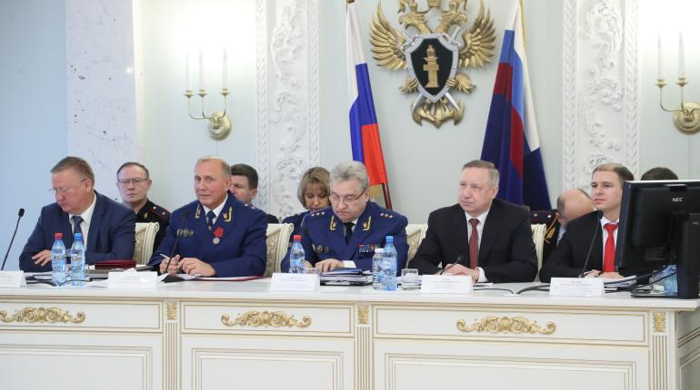 Петербургская прокуратура нашла за год 57 тысяч нарушений закона