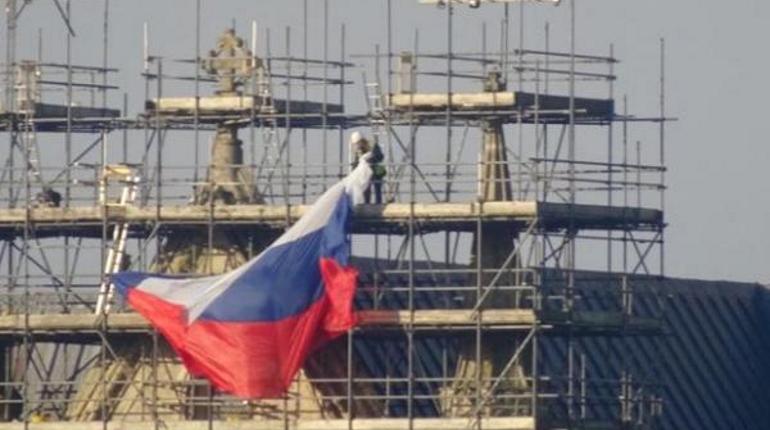 Налесах храма вСолсбери висел русский флаг