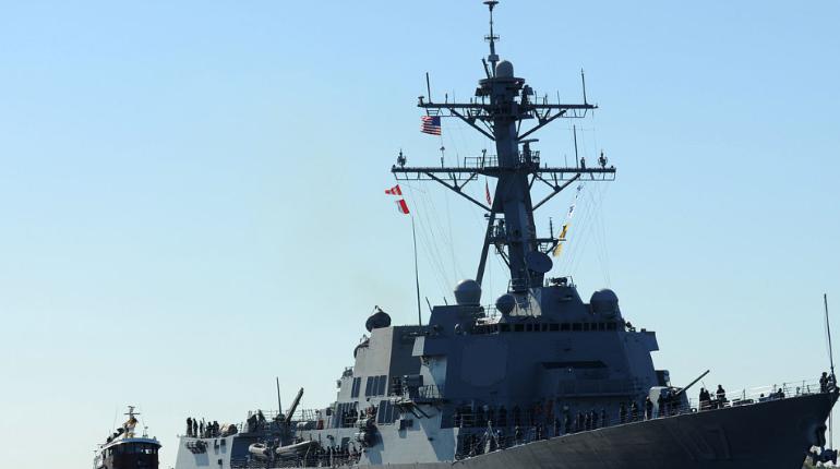 Российские военные проводили эсминец США в Балтийском море