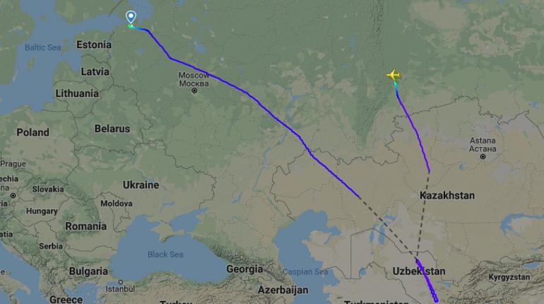Самолет Azur Air из Пулково развернули и посадили в Екатеринбурге