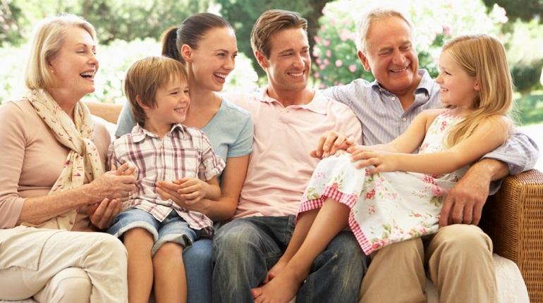 Петербургские депутаты будут помогать малообеспеченным семьям до 2022 года