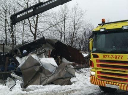 В двух районах Петербурга снесли металлические ангары