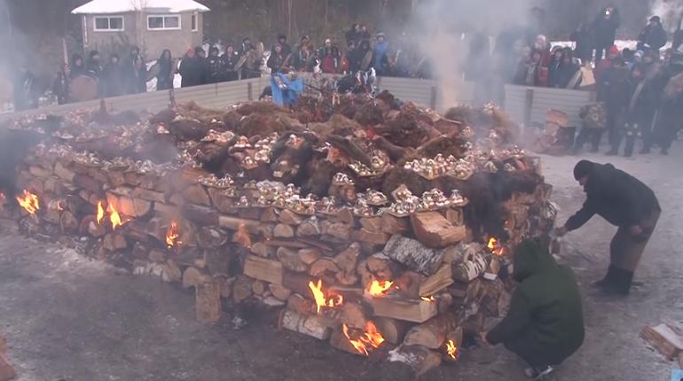 На Байкале ради укрепления страны сожгли пять верблюдов